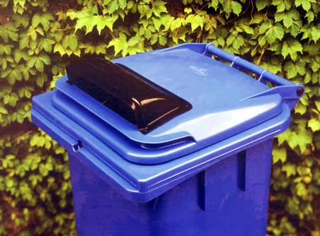otwór na papier w pojemniku na odpady