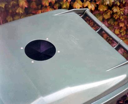 otwór na szkło w pojemniku na odpady